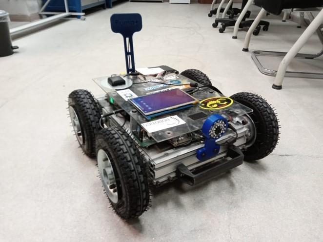 Nós, Robôs: SOLIDWORKS, Pesquisa e o LabRob