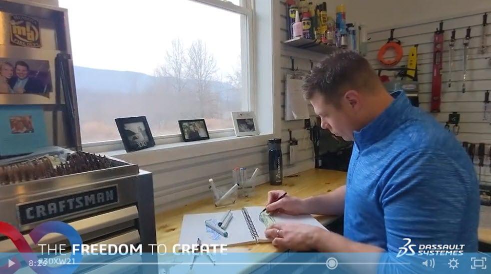 Screenshot eines Videos der 3DEXPERIENCE World 2021: Industriedesigner Jason Pohl bei der Arbeit
