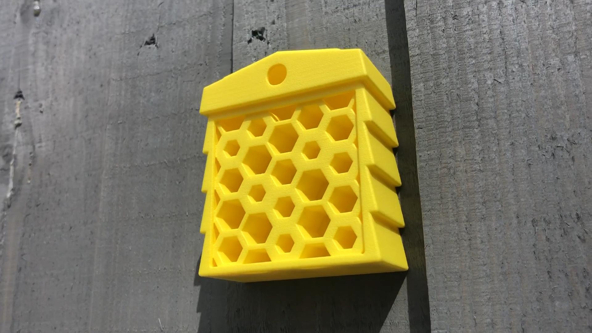 Foto des fertiggestellten, 3D-gedruckten Bienenstocks