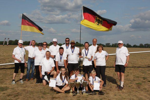 Das glückliche F3J Team Germany nach der Siegerehrung bei den F3J-Europameisterschaften der Modellsegelflieger
