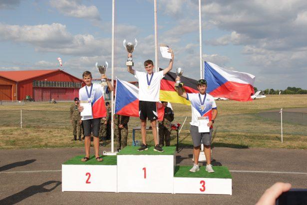 Europameister Junioren: Cyrill Römer (GER, Platz 1), Jaroslav Vostrel (CZ, Platz 2) und Jan Bruner (CZ, Platz 3) bei den F3J-Europameisterschaften der Modellsegelflieger