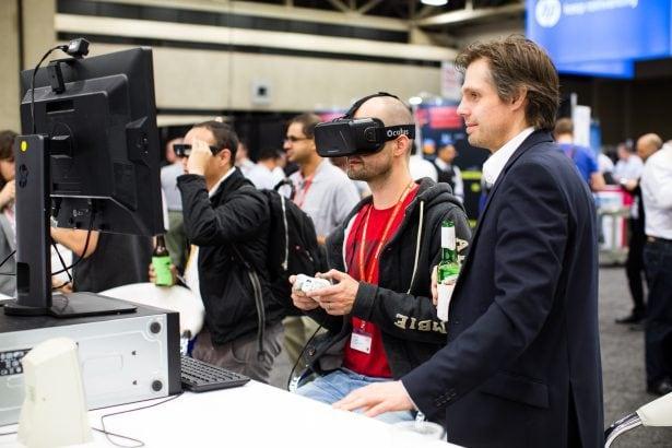 Virtual Reality (VR) und virtuellen Realität und in der Augmented Reality (AR) entdecken