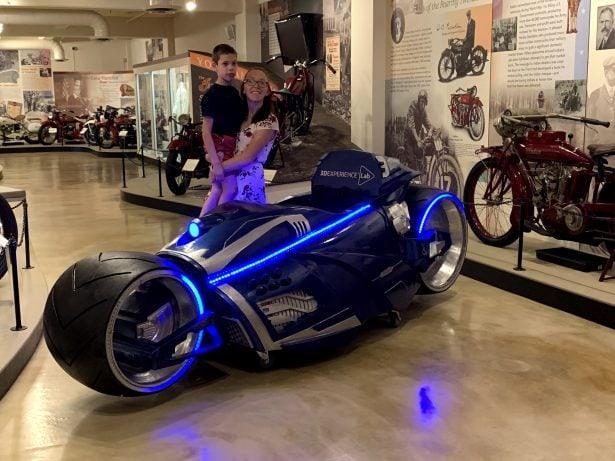 Ausstellung von Bens Magic Wheelchair im Indian Motorcycles des Museums