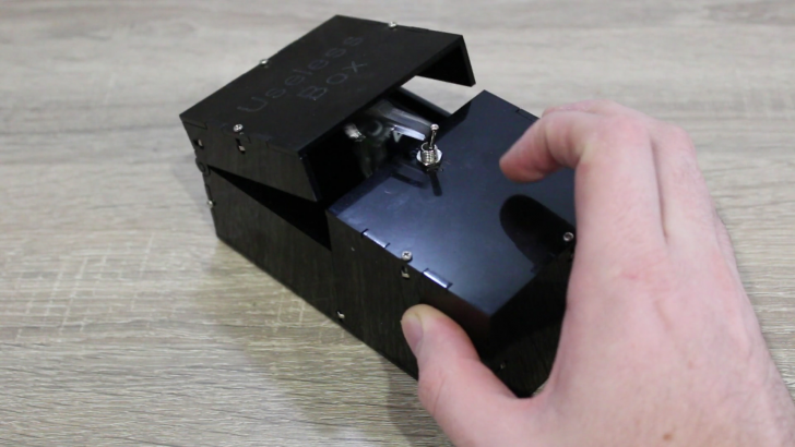 SOLIDWORKS Time-Lapse Tutorial: Useless Box